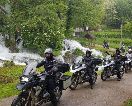 טיול אופנועים בחוצה בלקן